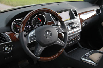 2012-mercedes-benz-ml-interior[1].jpg
